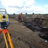 De werkputten worden machinaal, onder toezicht van een archeoloog aangelegd.